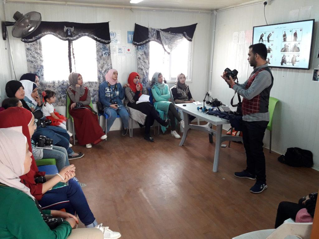 Shawkat teaching a class in Zaatari Camp