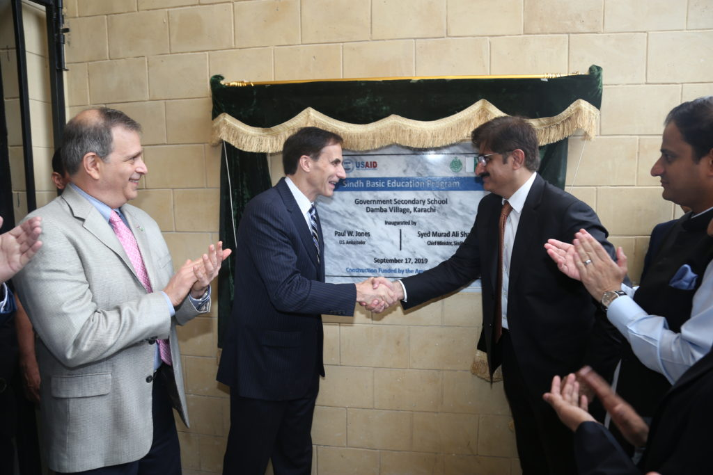 The US Ambassador to Pakistan and the Chief Minister of Sindh unveil the plaque for the new school in Damba Village, Karachi