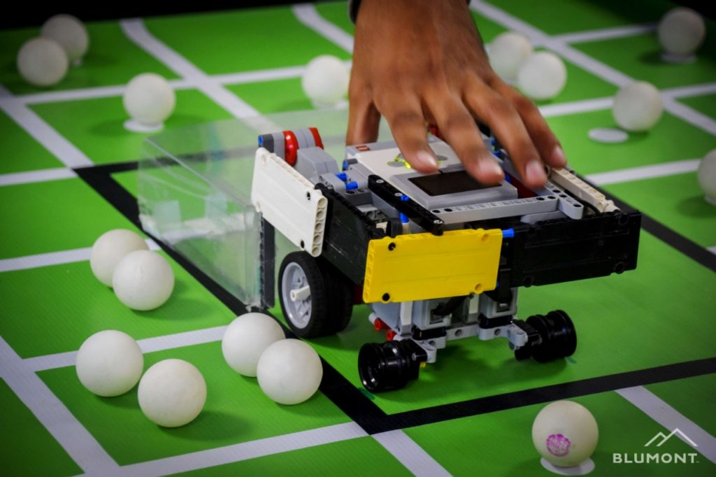 a robot that picks up ping pong balls_robotics competition